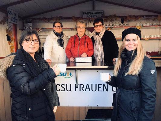 FU-Kreisvorsitzende Adelheid Seifert am Stand der FU Roßtal