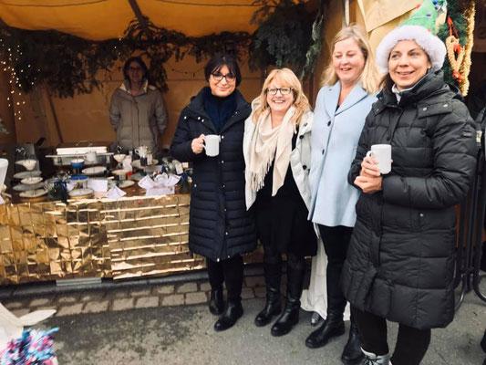 Besuch am Stand von der FU-Kreisvorsitzenden Adelheid Seifert und der FU Cadolzburg
