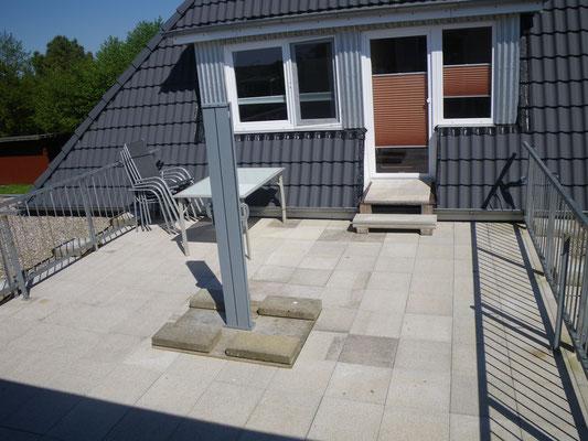 Terrasse mit Seitenmarkise
