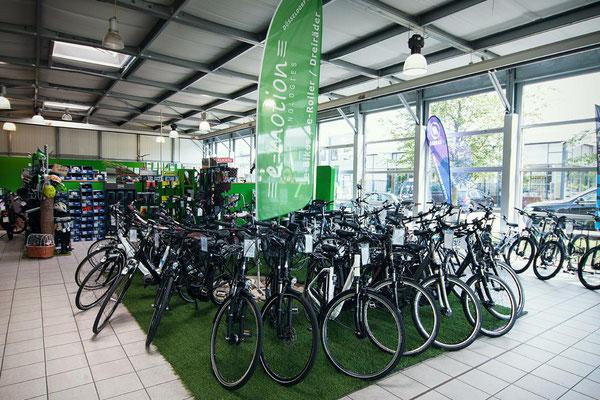 Große Auswahl an Riese & Müller e-Bikes in unserer e-motion e-bike Welt in Düsseldorf