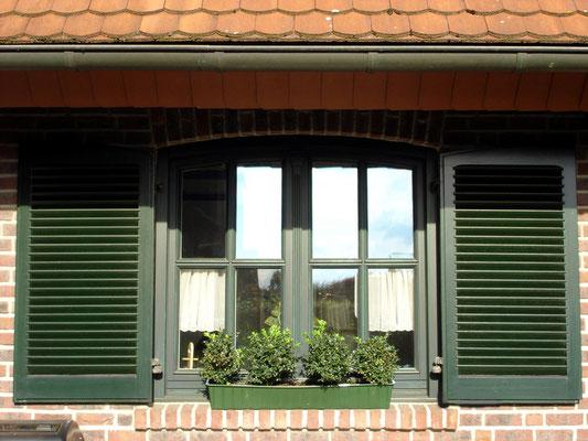 Holzfenster mit Blendläden aus eigener Fertigung