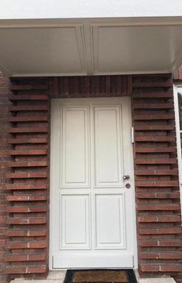 Haustür aus eigener Fertigung (inkl. Vordachverkleidung)