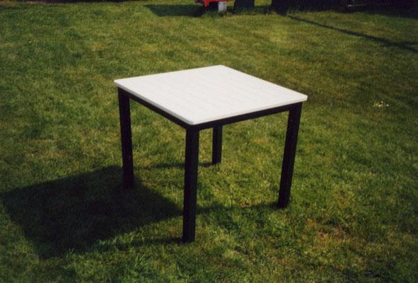 Tisch aus eigener Fertigung