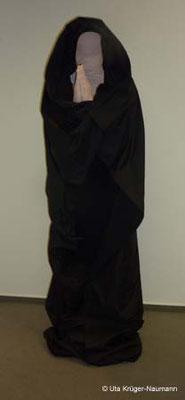 o. T. - Abformmasse, Gips, Acryllack, Spachtelmasse, Stoff, Holz, Lack, ca. 55 cm x 168 cm x 48 cm