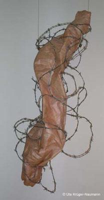 Stacheldrahtkleid - Bütten, Stacheldraht, ca. 147 cm x 56 cm x 32 cm