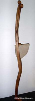 AGAPE II, Eiche, Sandstein, Stahl, Wachs, 168 x 8 x 14 cm