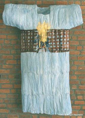 Himmlisches Kleid - Pergament, Bütten, Draht, Pigmente, Beize, 192 cm x 133 cm x 28 cm