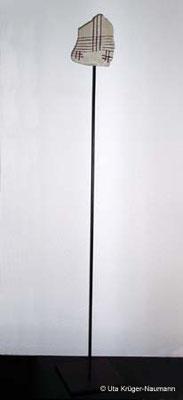 KREUZWEGE I-V, Sandstein, Stahl, Schnüre, Acryl, 157 x 17 x 23 cm