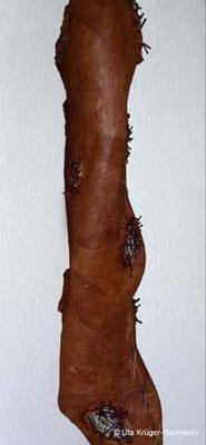 o. T. (Seitenansicht) - Bütten, Cerealien, Nägel, Acryl, Schnur, 155 cm x 54 cm x 32 cm