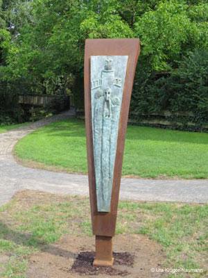 Frauenschemm, Bronze, Cortenstahl, ca. 180 x 50 x 60 cm