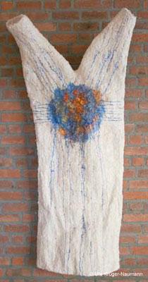 Federkleid - Pergament, Gänsefedern, Pigmente, 184 cm x 104 cm x 13 cm