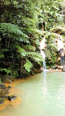Wasserfallpool im Caldeira Velha