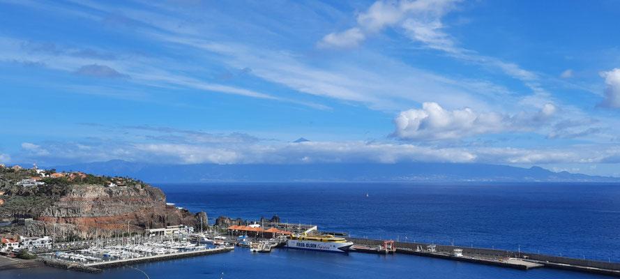 Die Spitze des El Teide (höchste Bergs Spanien in Teneriffa) in den Wolken