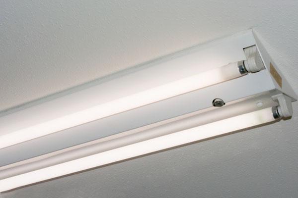 直管型蛍光灯(蛍光ランプ)