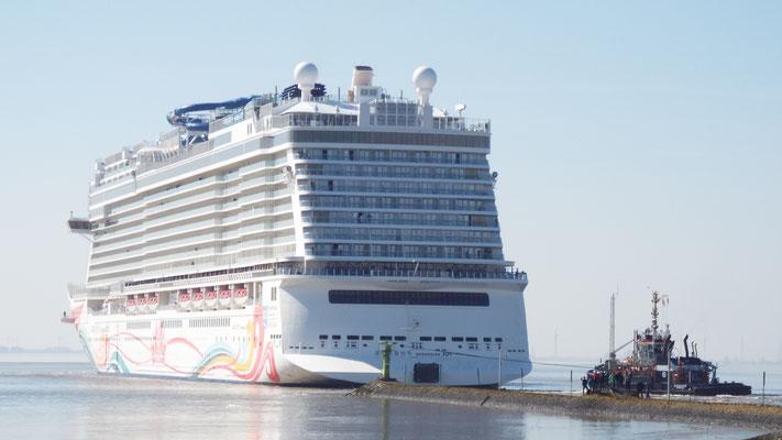...wurde gerade zur Erprobungsfahrt von der Mayer Werft (Papenburg)...