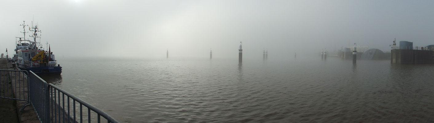 """""""lüttje Welt"""" (kleine Welt) heißt es in Ostfriesland, wenn Nebel ist!...trifft den Nagel auf den Kopf..."""