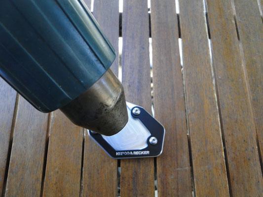 Vor dem Einkleben des Moosgummi-Streifens Klebefläche entfetten und leicht anwärmen (das Verstärkt den Klebe-Effekt!)