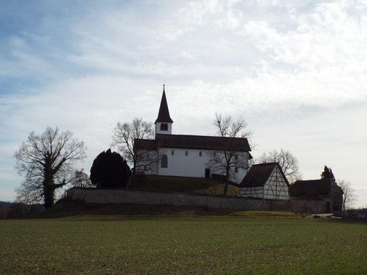 Kirchen wie kleine Burgen