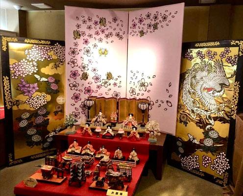 細やかで、迫力もあり、とても美しいですね。 Mr Chiyo's art is very delicate, powerful and beautiful.