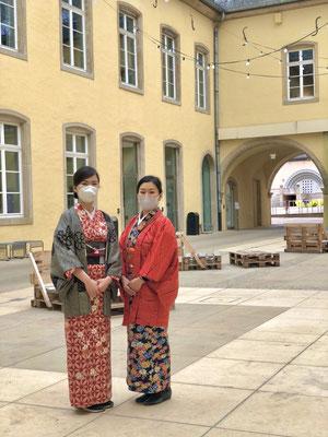 歴史的な街並みを着物で散策するのも、特別なひと時になりますね。 It feels extra special to be walking with kimono by the historic district of Luxembourg.