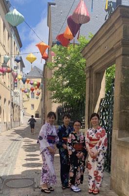 ランタンを背景に撮った浴衣姿も素敵ですね。 Lanterns in Lux city were beautiful and they matched the yukata perfectly.