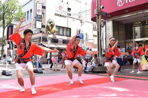 海外中心に活動している阿波踊りグループのD.A.Kです。 This photo is from an Awaodori group called D.A.K. They perform mainly overseas.