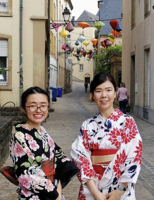 この1年弱、共に着物関係を企画させてもらった2人組。異国の地でも「一緒に着られる仲間」がいることは嬉しいことです! Over the past year, Emi and Naomi organized activities related to kimono/yukata. It's nice to have someone who can do things together even when you live abroad.