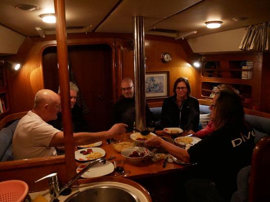 Gemeinsames Abendessen auf der Dilly-Dally