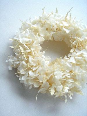 白紫陽花のリース 参考価格:¥4,000-(税抜)