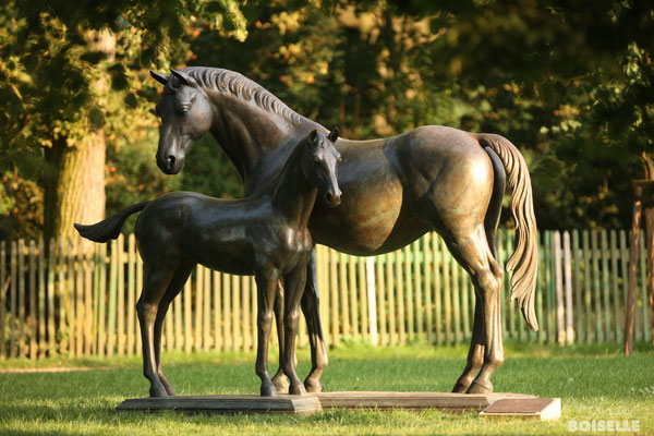 """Bronzestatue """"Poesie und Poetin"""""""