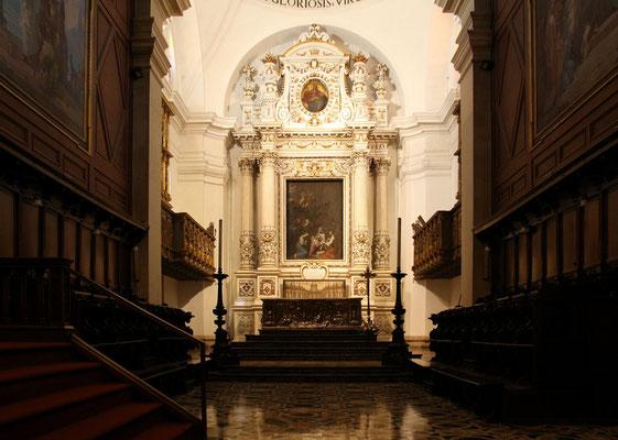 Der Altar ist recht einfach ausgeführt.