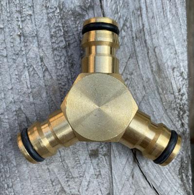 2-Wege Wasserverteiler aus Messing ohne Hahnanschluß bei www.the-golden-rabbit.de