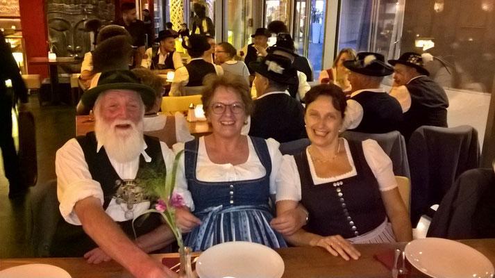Abendessen im Amrit - was der Bayer nicht kennt... ;-)