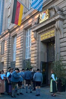 Unser nächster Stopp ist die Bayrische Vertretung in Berlin