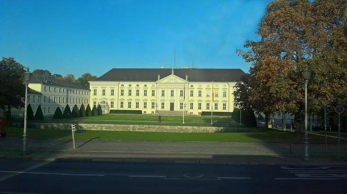 Bei der Stadrundfahrt vorbei am Schloss Charlottenburg