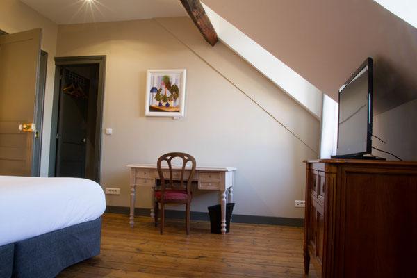 Appartement meublé avec armoire de rangement