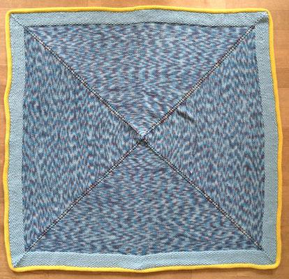 """Babydecke  ( 1 m x 1 m) aus der """"Merino-Cotton 135"""" von Schulana, Umrandung aus """"Brando"""" und """"Fifty-Fifty"""" von Lanartus, Fr. A. Brichzin"""