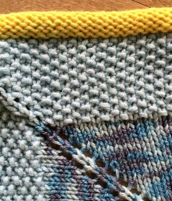 """Babydecke  ( 1 m x 1 m) aus der """"Merino-Cotton 135"""" von Schulana, Umrandung aus """"Brando"""" und """"Fifty-Fifty"""" von Lanartus"""