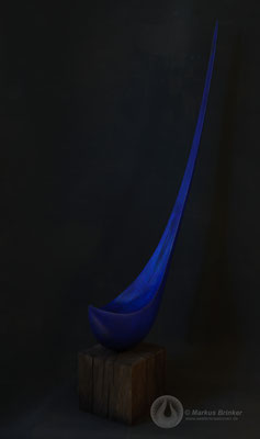Blauer Tropfen, Lindenholz mit Lapislazuli-Pigment