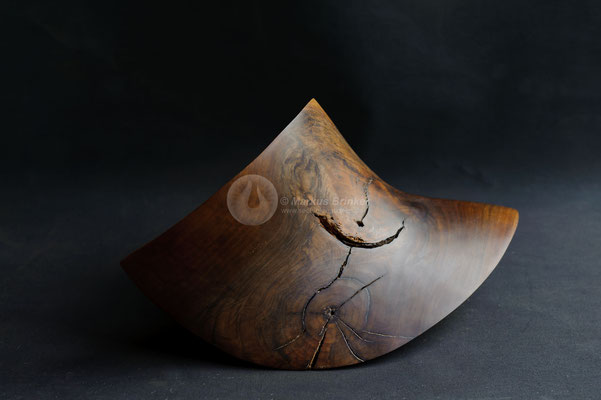 Impuls, Walnussholz, 55 x 35x 25 cm