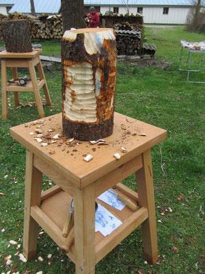 Entwicklung einer Skulptur während eines Holzworkshops 2