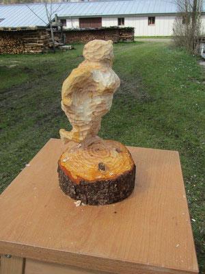 Entwicklung einer Skulptur während eines Holzworkshops 9
