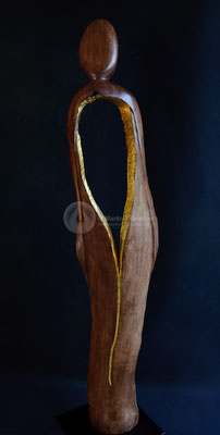 Bauchgefühl, Kastanienholz gebeizt, vergoldet (23 ct), 142 x 30 x 30 cm