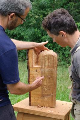 Holzbildhauen in der Natur