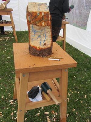 Entwicklung einer Skulptur während eines Holzworkshops 4
