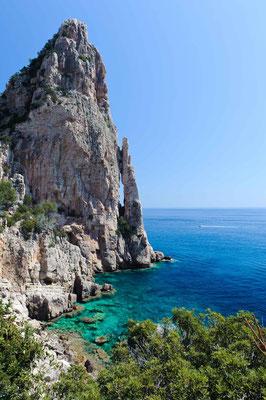 Malerische Buchten und klares Meer