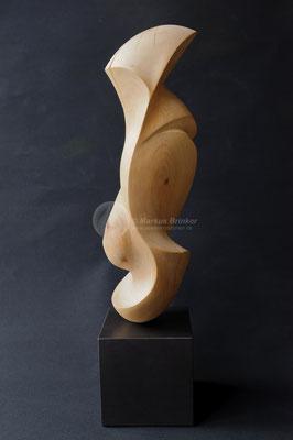Die Wächterin, Erlenholz, geölt mit pigmentiertem Holzöl, 64 cm mit Sockel