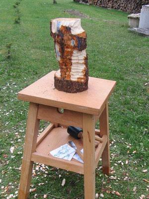 Entwicklung einer Skulptur während eines Holzworkshops 3