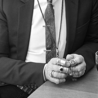 Volker Hinz: Karl Lagerfelds Hände mit Ringen, 2004  ©Volker Hinz Estate