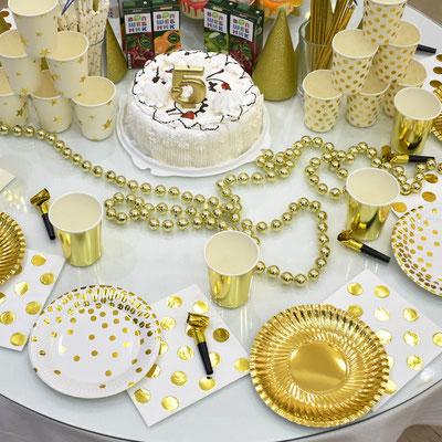 Золотая сервировка праздничного стола для дня рождения - купить в Казани